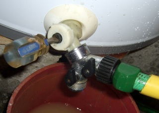 Flushing with Y hose connector