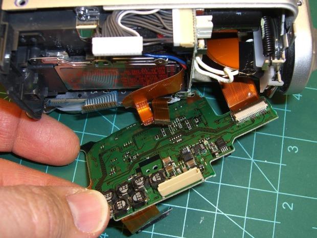 DSC-F717 main board cables - rear