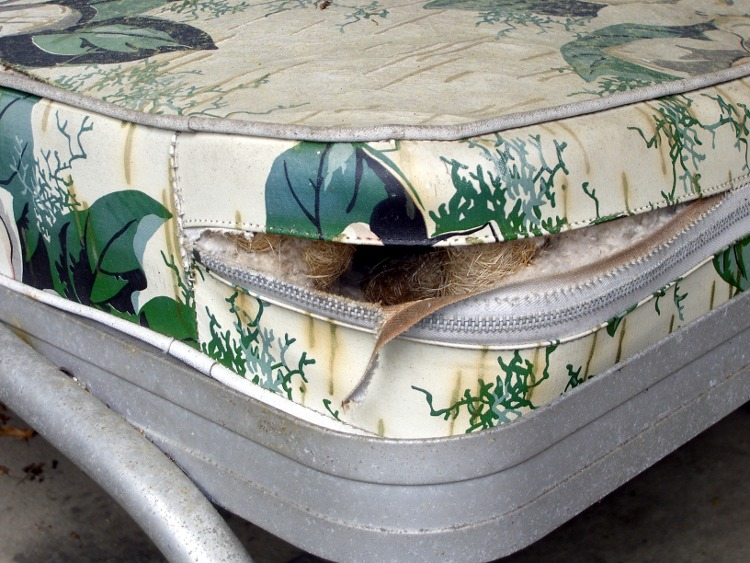 Upholstered Mouse Nest The Smell Of Molten Projects In