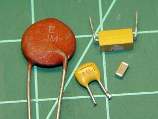 100 nF ceramic capacitor assortment