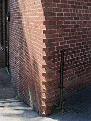 Acute-angle brick corner