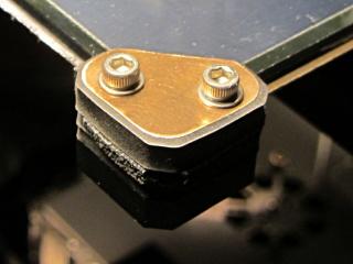 M2 glass retaining clip