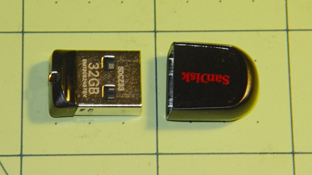 32 GB Sandisk USB Flash Drive