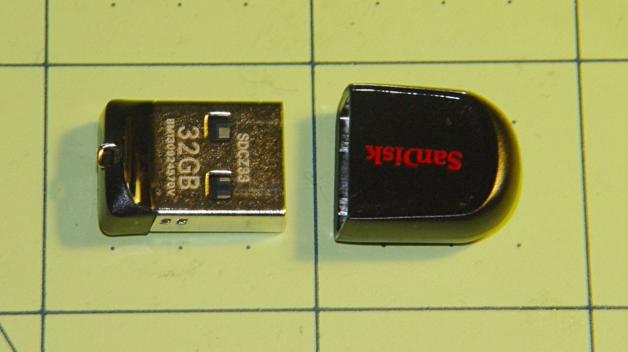 32 GB Sandisk USB Flash Drive