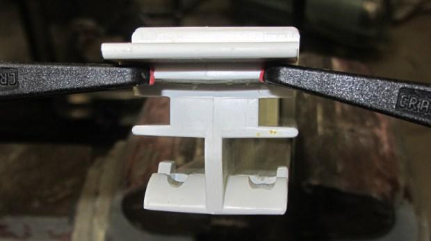 Refrigerator strut - worn retainers