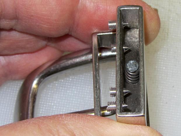 Reversible belt buckle - spring post