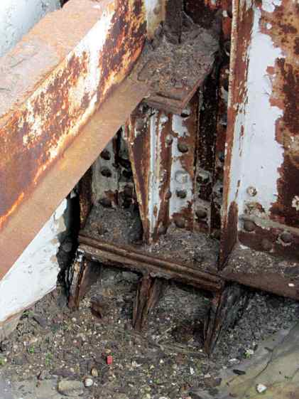 Rusted beams - Rochester RR station