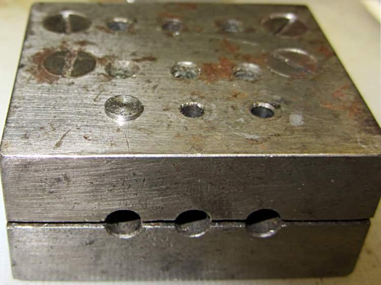 Base screw in alignment block