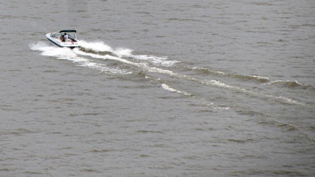 Power boat on Hudson River - from Mid Hudson Bridge