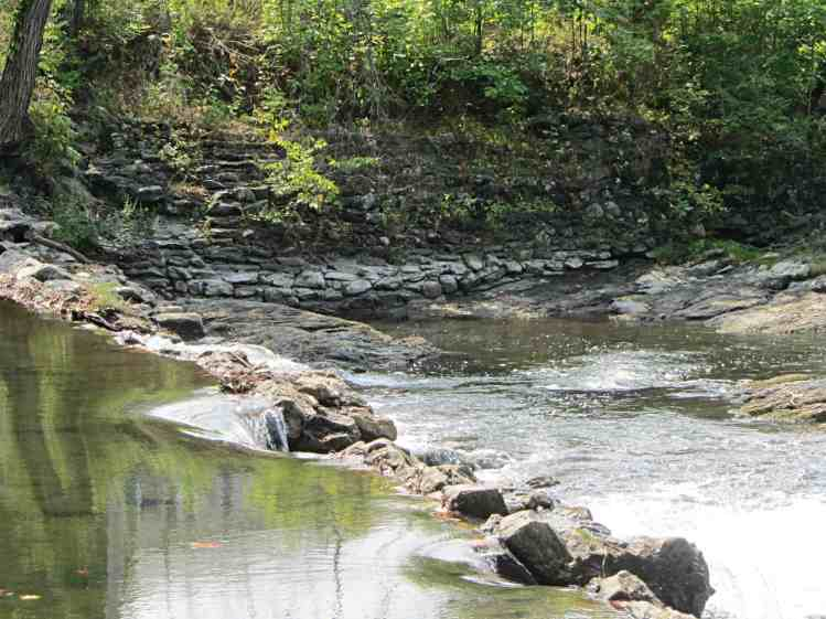 Red Oaks Mill dam - stonework - 2014-09-06