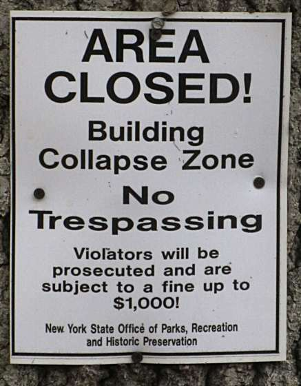 Bannermans Island - Building Collapse Zone sign