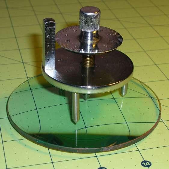 Student Sphereometer on lens