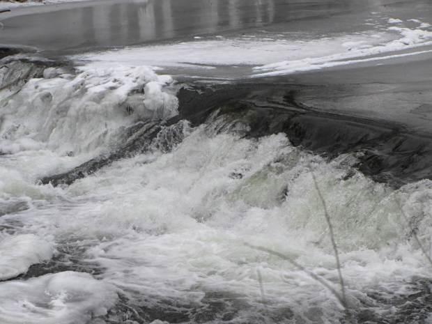 Red Oaks Mill Dam - central flume