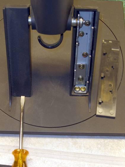 L191p Monitor Stand - struts cover removal