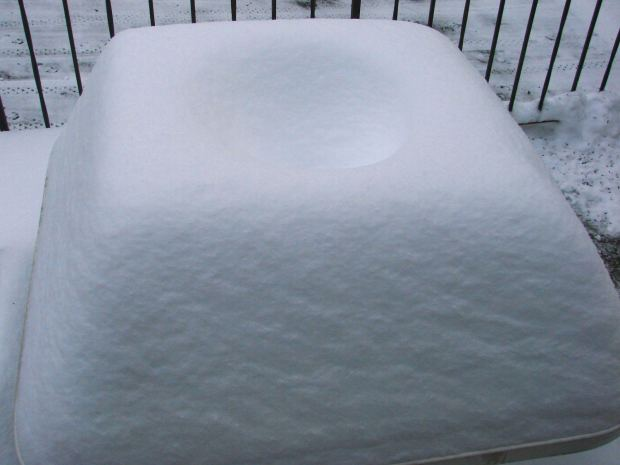 Snow mound - square table - top view