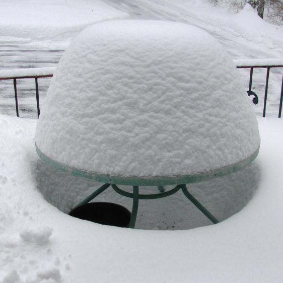 Snow mound - round table - 2015-02-22