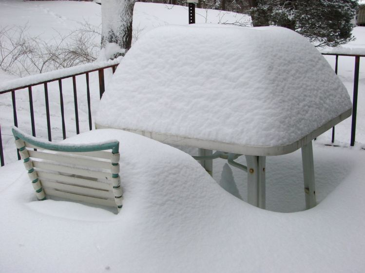 Snow mound - square table - 2015-02-22