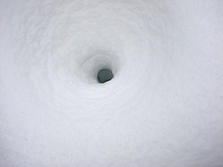 Snow cauldron - square table - 2015-02-22