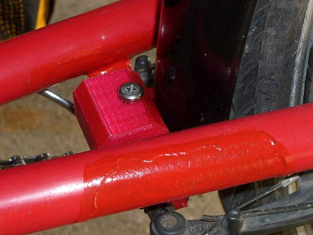 Tour Easy - rear fender bracket - installed - top