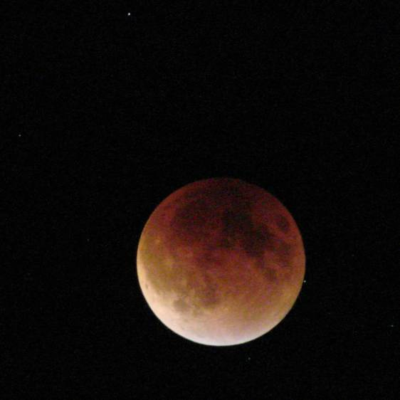 Supermoon eclipse 2015-09-27 2308 - ISO 1000 1 s