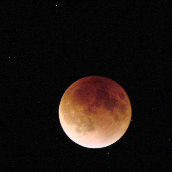 Supermoon eclipse 2015-09-27 2308 - ISO 1000 2 s