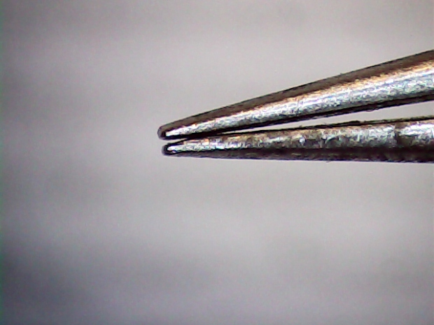 Misaligned tweezer jaws