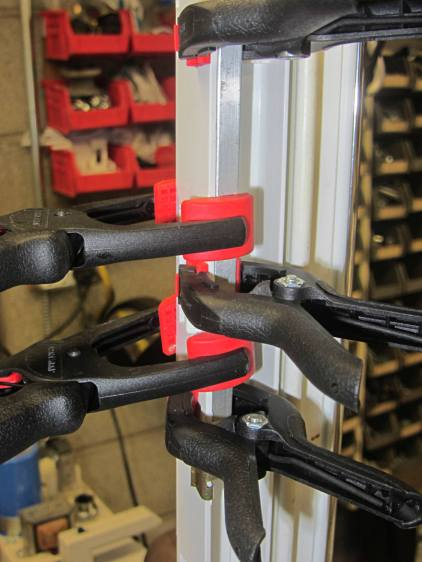 Refrigerator Drawer Strut - clamping front plate