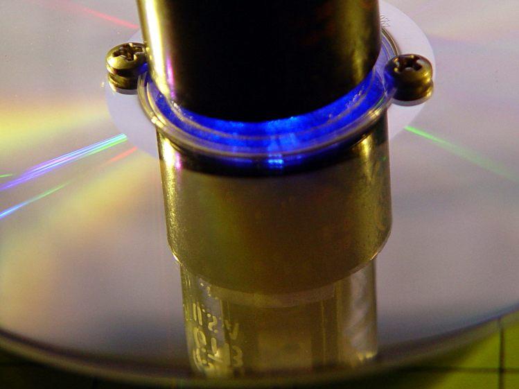 Octal socket in CD - screw detail