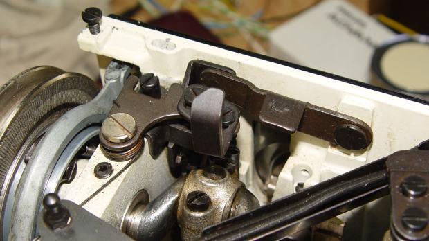 Kenmore 158.17032 - Bobbin winder reset lever