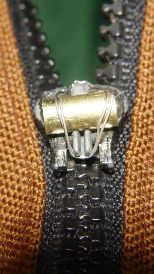 Belt Pack Zipper - wire closed end