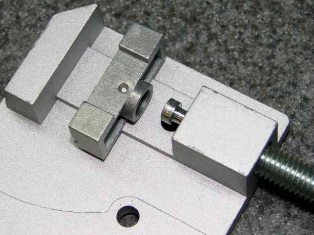 Micro-Mark Cutoff Saw - clamp jaw detail