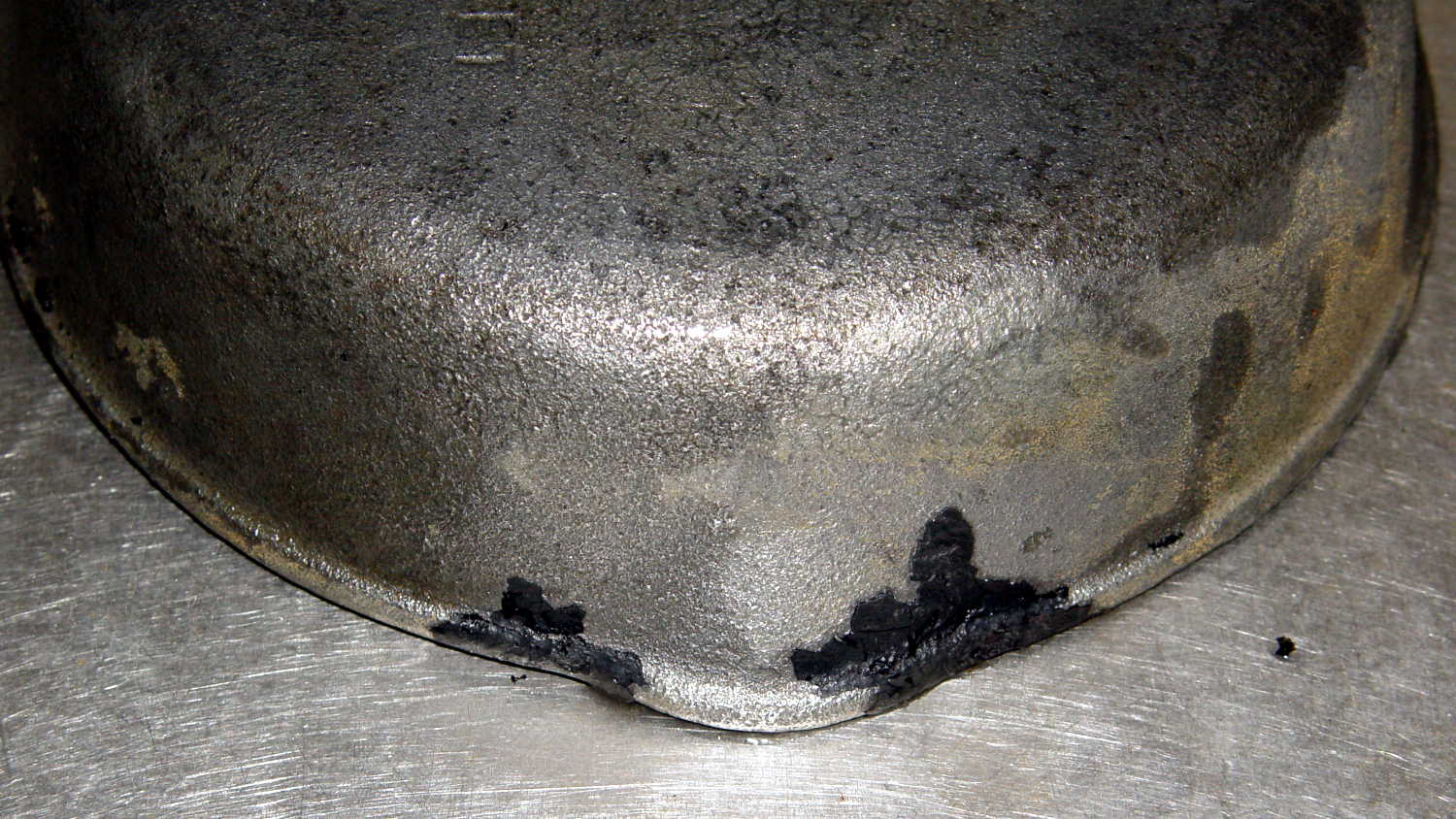 Cast Iron Pan Electrolysis Stripping | The Smell of Molten