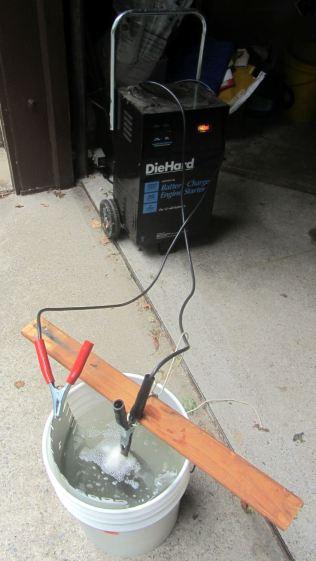 Cast iron pan electrolysis - setup