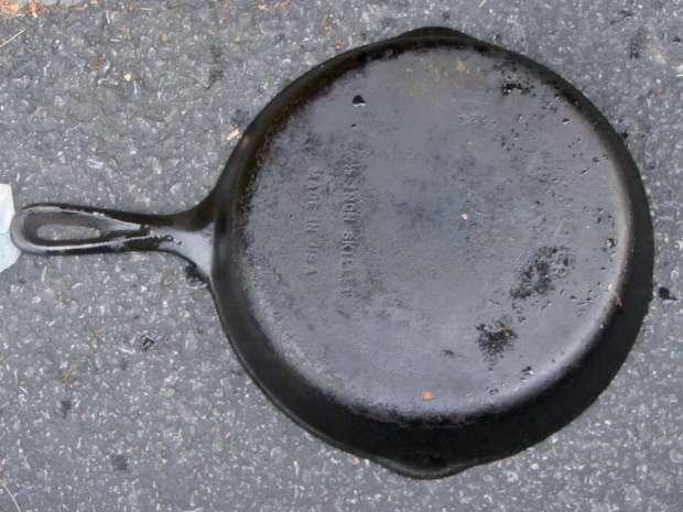 Wagner cast iron skillet - before - bottom