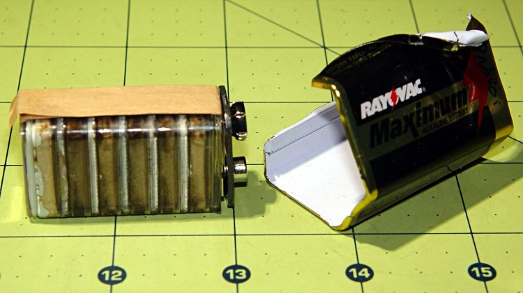 Rayovac Maximum 9V battery - interior