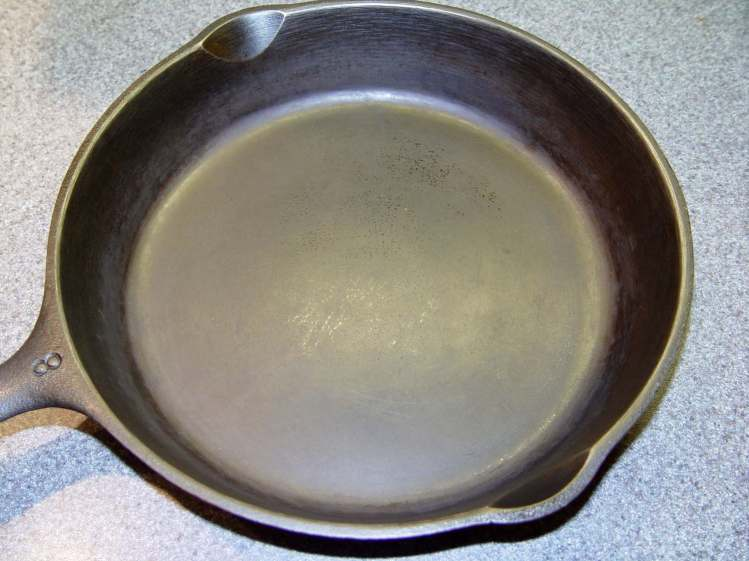 Wagner Cast Iron Skillet - Low Woo Seasoning