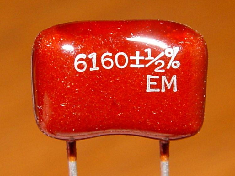Silver-mica capacitor - 6160 pF 0.5 pct - detail
