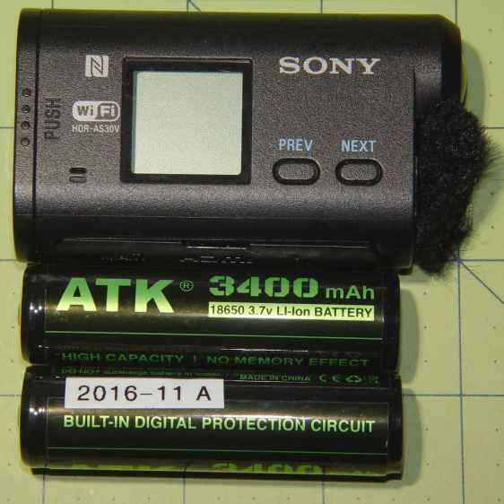 Sony HDR-AS30V vs 18650 cells - side view