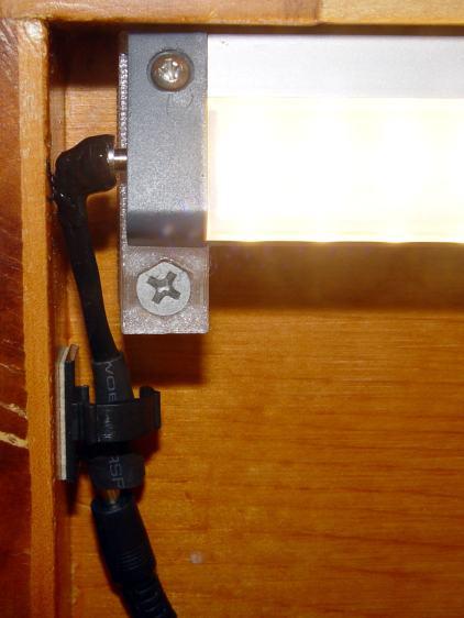 Under-cabinet light - cramped power plug