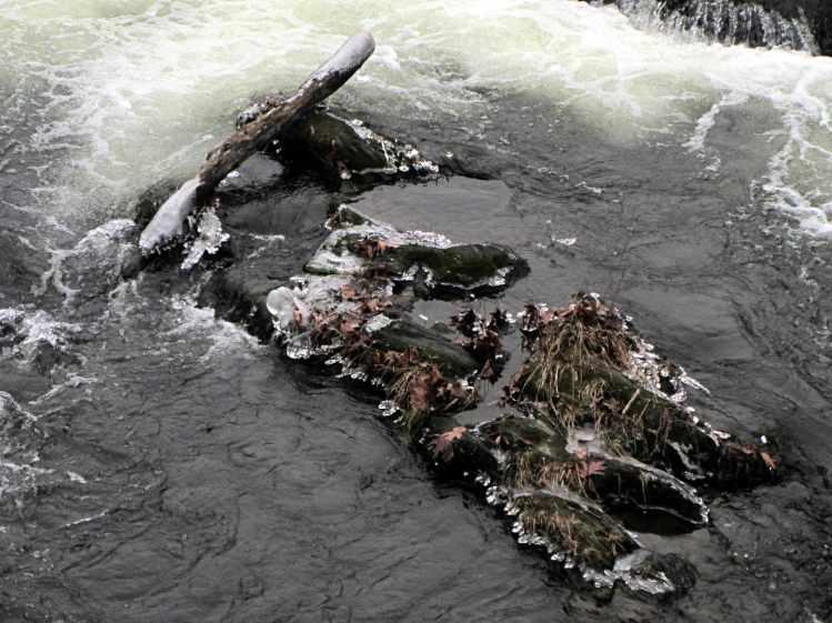 Red Oaks Mill Dam 2016-12-11 - ice on rocks 1