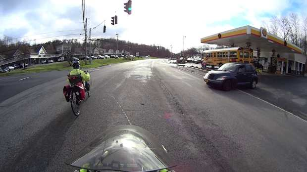 Maloney Rd Intersection Conflict - 2016-12-07 - turning