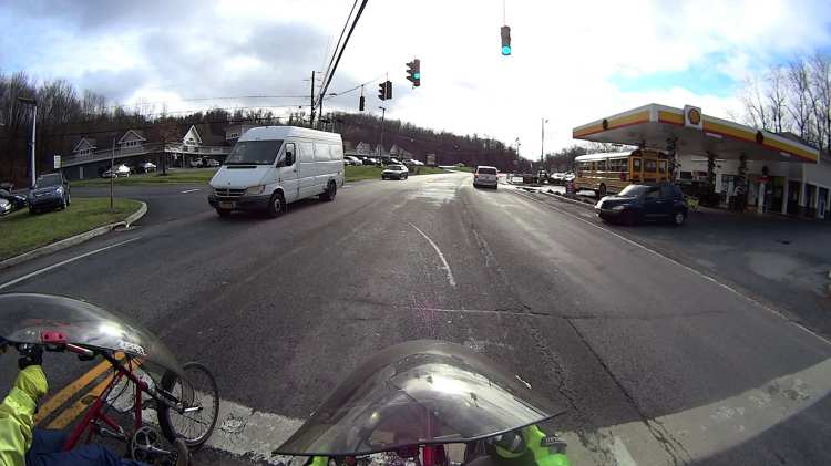 Maloney Rd Intersection Conflict - 2016-12-07 - waiting