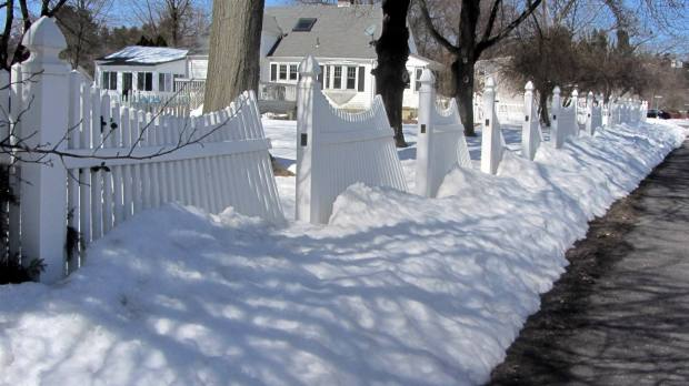 Plastic fence vs snow