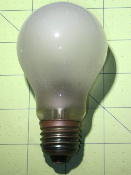 Long-lasting 100 W Incandescent Bulb