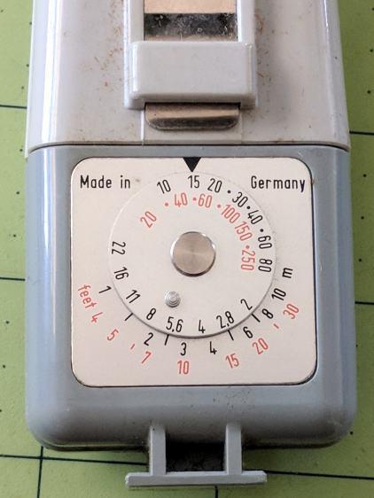Zeiss Ikon Ikoblitz 4 - guide-number calculator