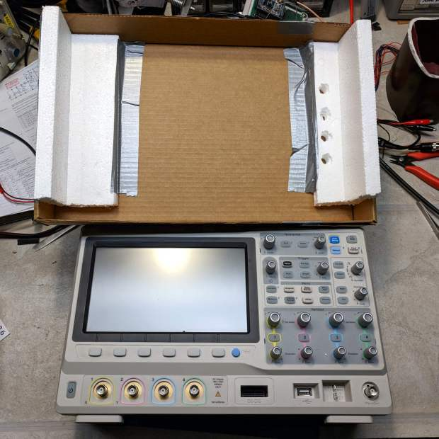 Siglent SDS2304X Oscilloscope - crude front cover - interior