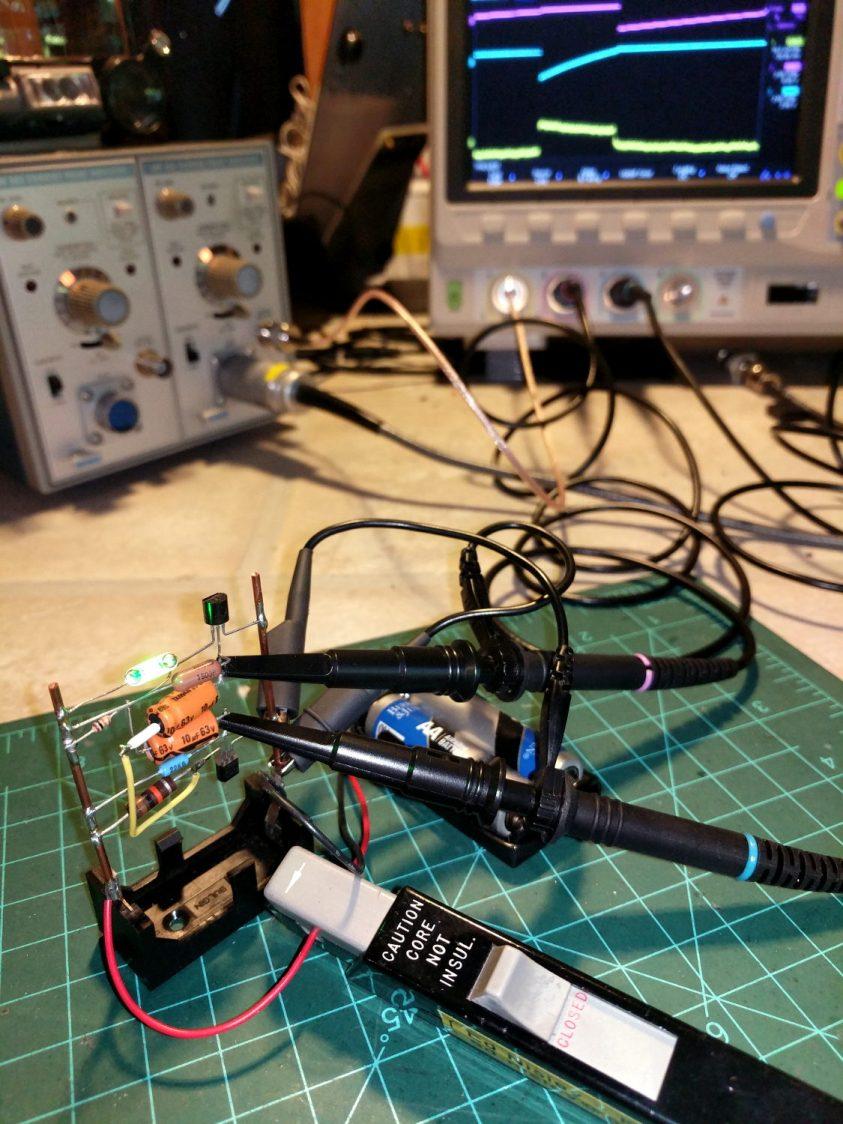 Tek A6302 Current Probe vs Astable Multivibrator
