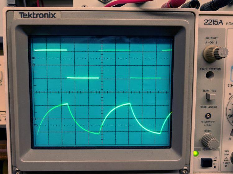 Tek 2215A oscilloscope - cap as integrator