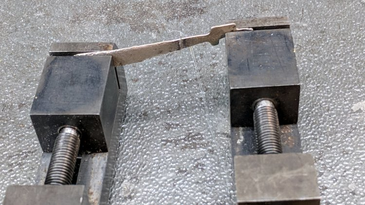 Toy lid lifter - alignment