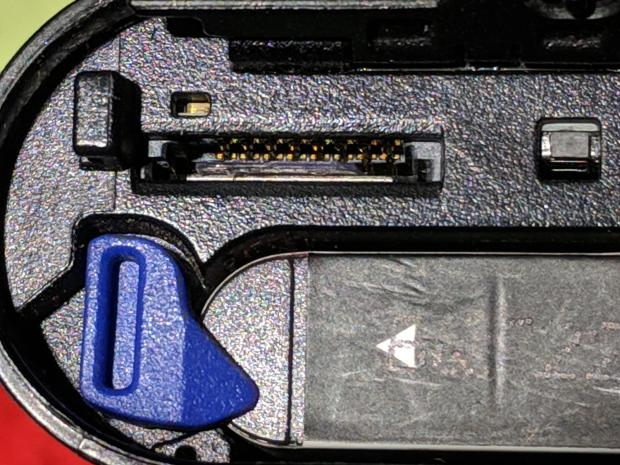 Sony HDR-AS30V Camera - dual-card slot with spacer